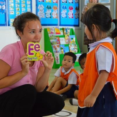 Volunteer gains teaching work experience in Thailand while working with children